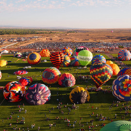 気球(hot‐air balloon) - View of the balloon field from The Madhatter hot air balloon for the Albuquerque International Balloon Fiesta 2011