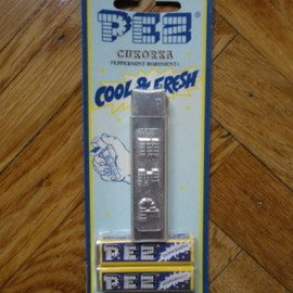 PEZ -  PEZ silver regular dispenser mint in blister
