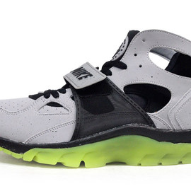 NIKE - AIR TRAINER HUARACHE 「SUPER BOWL」 「LIMITED EDITION for NONFUTURE」
