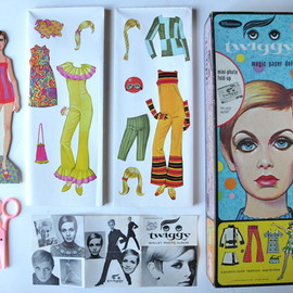 TWIGGY magic paper doll