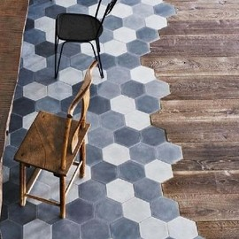 Paola Navone - Tiles to wood floor transition