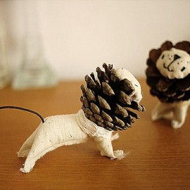 RAR! DIY Pinecone Lions!