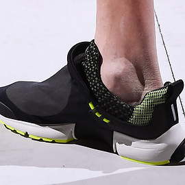 NIKE - Air Presto Foot Tent - Black/Sail/Volt?