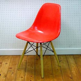 Eames - SideShell Red/Dowell Base