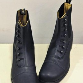 BEAUTIFUL SHOES - BUTTONED SIDEGORE BOOTS