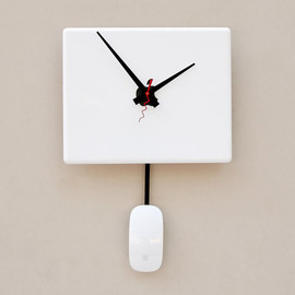 pixelthis - Clock created from a recycled Apple ibook laptop cover