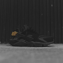 Nike - Air Huarache - Black / Gold