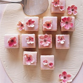 Martha Stewart - Spring Shower Almond Petits Fours