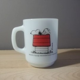 FIRE KING - SNOOPY ALLERGIC TO MORNING ANCHOR HOCKING FIRE KING MUG