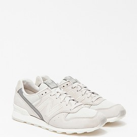 New Balance - 696 in Light Grey