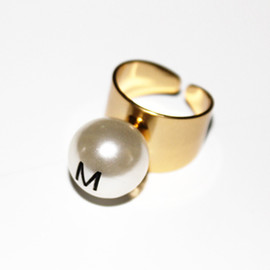 MONDAY EDITION - M.E big pearl helvetica ring