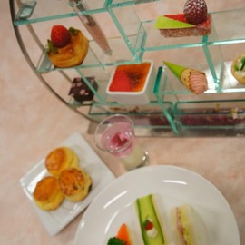 "Mandarin Oriental  Tokyo - ""Sakura and Strawberries"" Afternoon Tea"