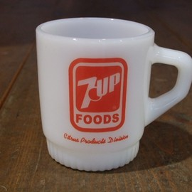 Fire King - Ribbed bottom 7UP advertising mug