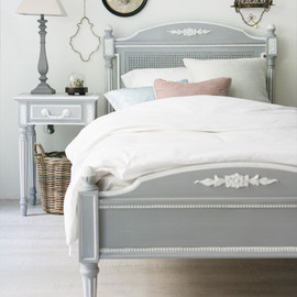 kino - White Gray Bed
