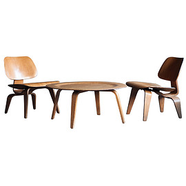 Herman Miller - Plywood coffee table CTW & lounge chair LCW