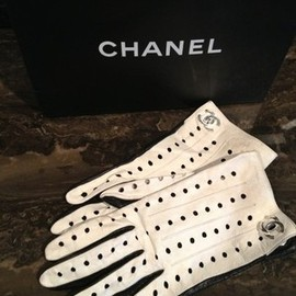 CHANEL - Gloves •Vintage Leather White Black