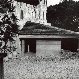 Frank Lloyd Wright - Long Lost Doghouse