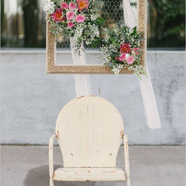 Wedding Chicks - chicken wire and flower frame decor