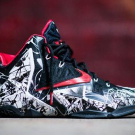 Nike - NIKE LEBRON XI WHITE/UNIVERSITY RED-BLACK