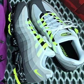 NIKE - NIKE AIR VAPORMAX 95 NEON YELLOW