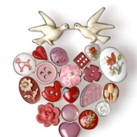 Grainne Morton - love birds brooch