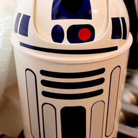 NightmareonCraftSt - R2D2 wastebasket star wars