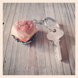 fat college - CHEES BURGER KEY HOLDER