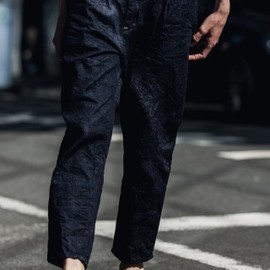 STILL BY HAND - Tuck Tapered Denim Pants