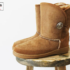 MINNETONKA - SHEEPSKIN BOOTS SIDE BOTTUN