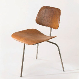 CHARLES AND RAY EAMES - AN EXPERIMENTAL THREE-LEGGED MOLDED WALNUT AND STEEL 'DCW' CHAIR