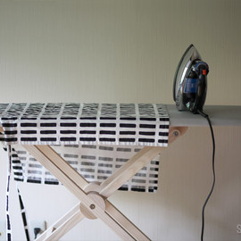 SIDE BY SIDE - Ironing Board Au Pair