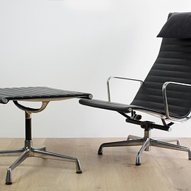 Herman Miller - Aluminum Group Lounge Chair & Ottoman by Charles & Ray Eames