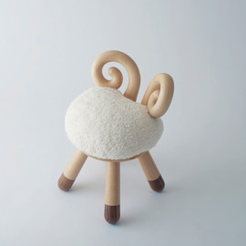 Rigna - sheep chair