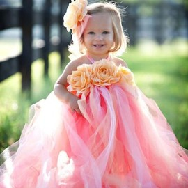 How super cute for the flower girls!!!