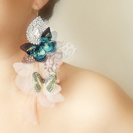 Butterfly Cluster Earring with Vintage Rhinestone jewel