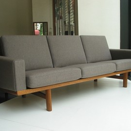 GE290 3-p sofa in Teak