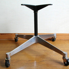 Harman Miller - Eames ShellChair contract base (with caster)
