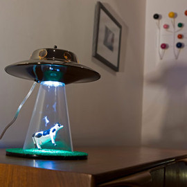 Tiger Global Ltd. - The Alien Abduction Lamp 牛がUFOにさらわれるランプ