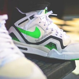 Nike - NIKE AIR TECH CHALLENGE 2 WHITE/POISON GREEN-BLACK