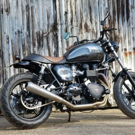 "Spirit of the Seventies - Triumph Bonneville SE ""Blackie"""