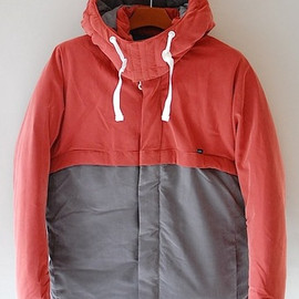 UNIVERSAL PRODUCTS - ANORAK DOWN JACKET - RED×GRAY
