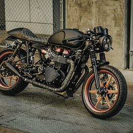 Canyon motorcycles - Black bird TT Triumph Thruxton