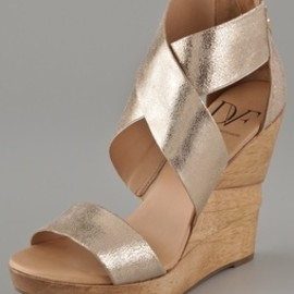 DIANE von FURSTENBERG - DVF / Opal X Cross Wedge Sandals
