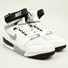 Nike - Men's Nike Air Revolution VNTG QS Sneakers