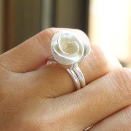 meltemsem - White Enamel Metalwork Wedding Rose Ring