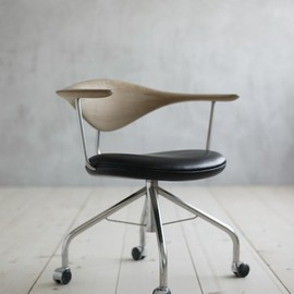 Hans J. Wegner - Swivel chair PP502