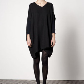RITTENHOUSE - v neck wool dress with black leather ankle boot