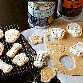 Williams-Sonoma - Halloween Skeleton Cookie Cutters