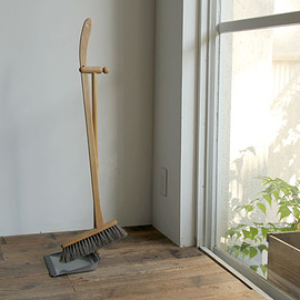 Iris Hantverk - Dustpan and long brush set