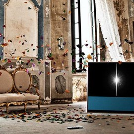 Bang & Olufsen - Explore BeoVision 11